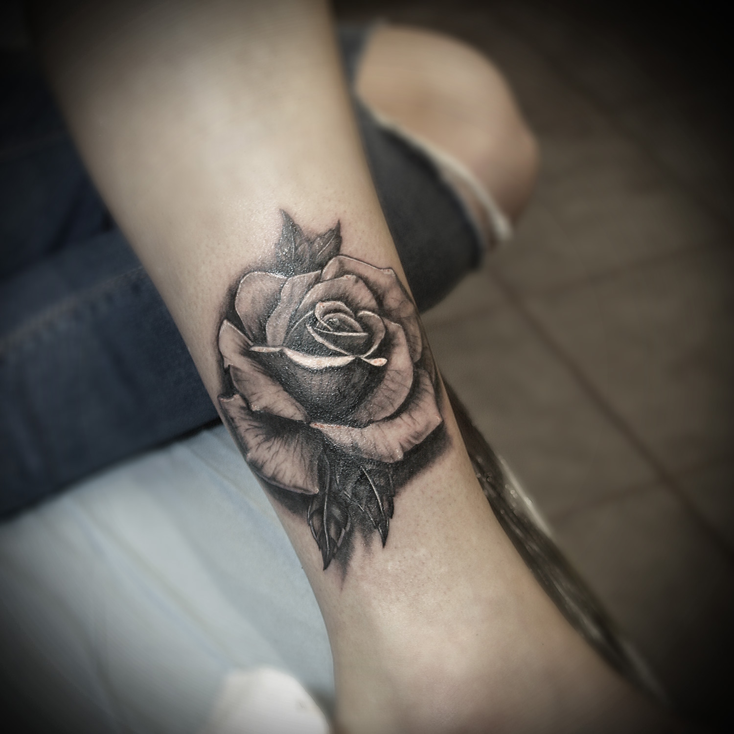 sorn-smb-tattoo-realism-rose.jpg